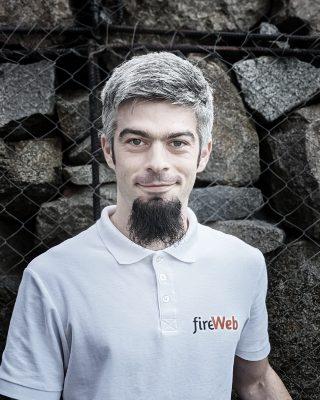Despre George Fireweb